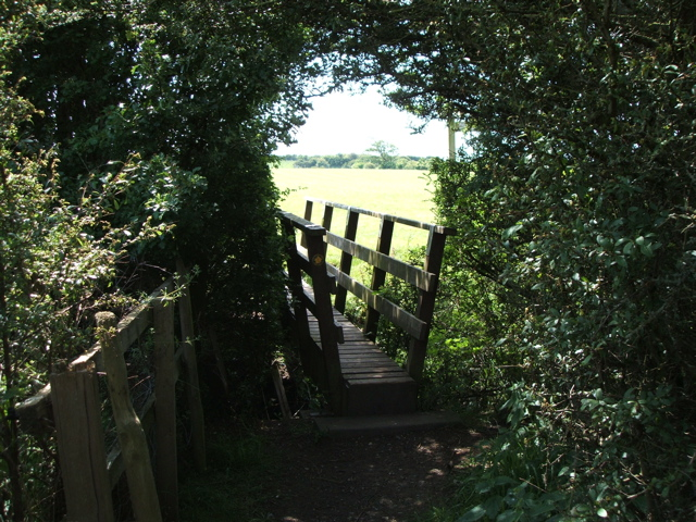 Bridge over the Dyke walking from Holts Lane