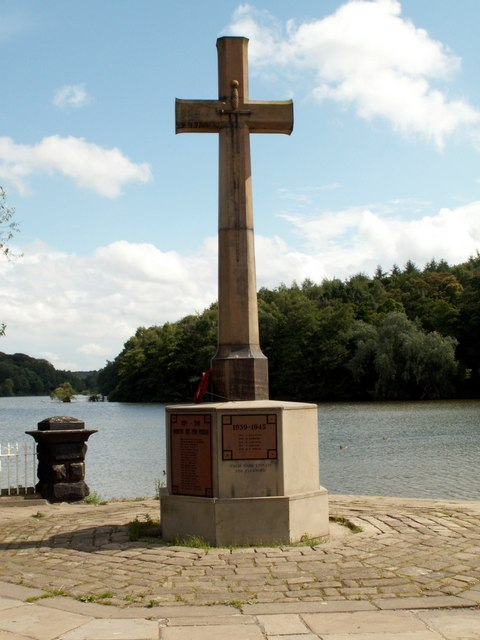 Newmillerdam with Memorial Cross