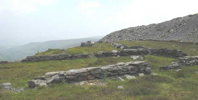 Stockyard or clwt peilio on the lower tipping level of Moel Fferna Quarry