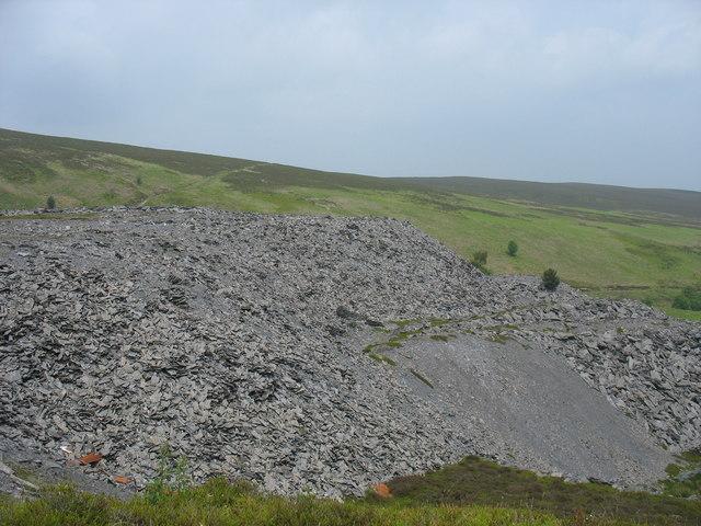 View west across the waste tips at Chwarel Moel Fferna