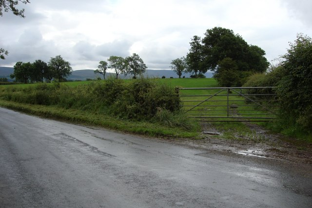 The road between Soulby and Kirkby Stephen, looking slightly east of south.