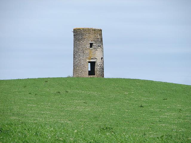 Ruined tower windmill near Carlyon
