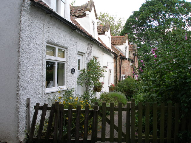 The cottages on Cross Row