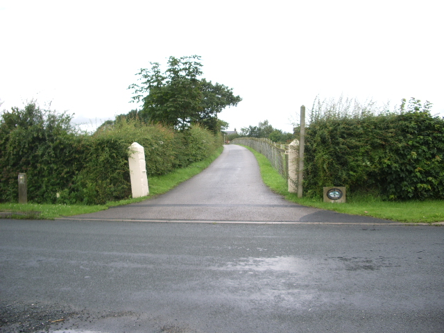 Road to Cross House Farm