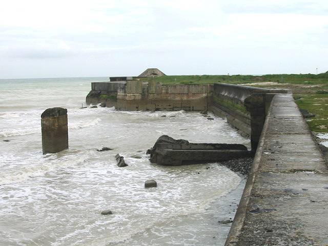 The sea wall near Kingsdown
