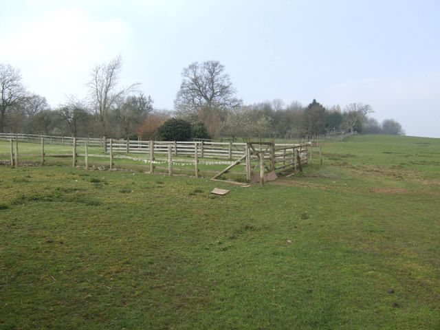 Pasture land by Upper Castleton Farm
