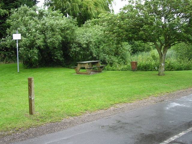 Picnic area next to Buttsole pond, Eastry