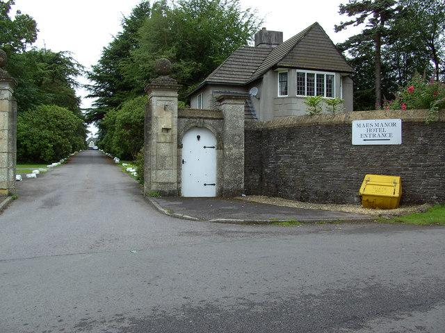 Maes Manor