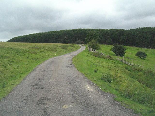 Unfenced road through Cefn-Crib
