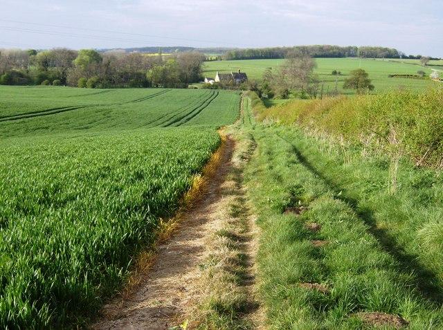 Towards Mill Farm cottages