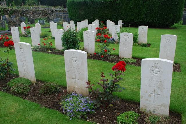 Mynwent filwrol ym Mynwent Pwllheli - Military cemetery in Pwllheli Cemetery