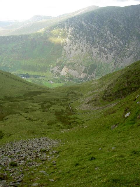 The steep route down to Cwm Bual