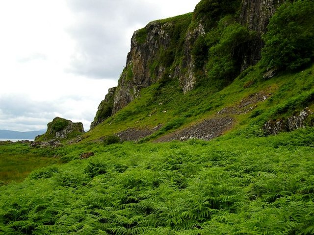 The crags below Cnoc na Faire