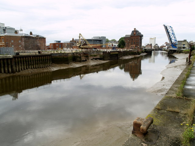 The tidal River Hull between Drypool and North Bridges