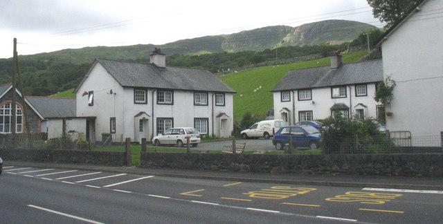 Local Authority Houses, Y Ganllwyd