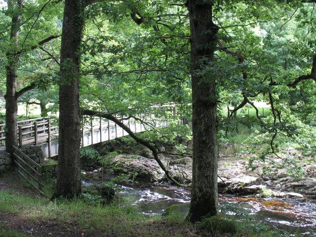 Footbridge over Afon Mawddach at Y Ganllwyd
