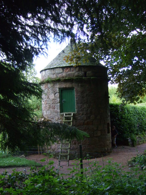 Garden entrance, Findrack