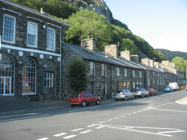 The north side of Tremadog's High Street
