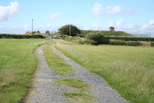 Yarnscombe: track to a reservoir