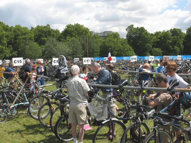 Mass bike parking, Hyde Park