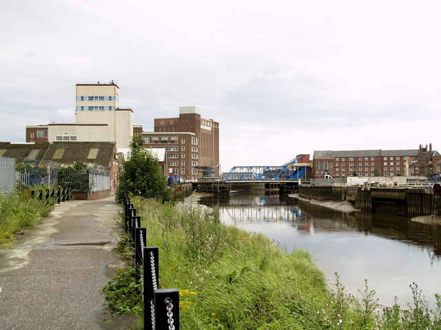 Footpath and River Hull just south of North Bridge