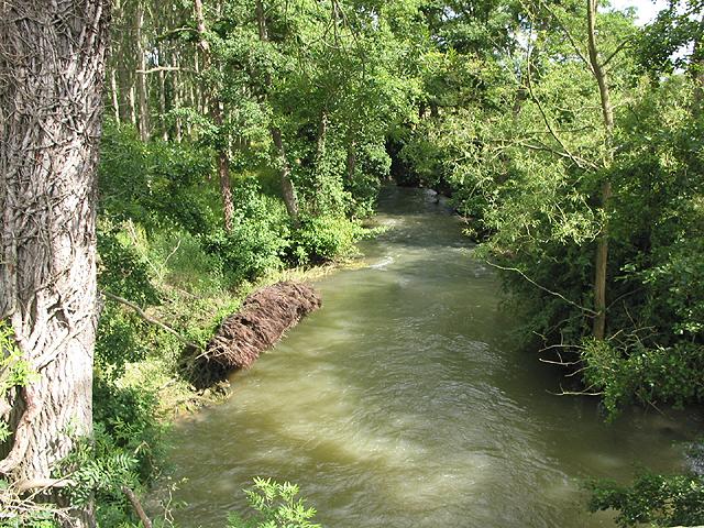 River Evenlode running downstream nr Charlbury