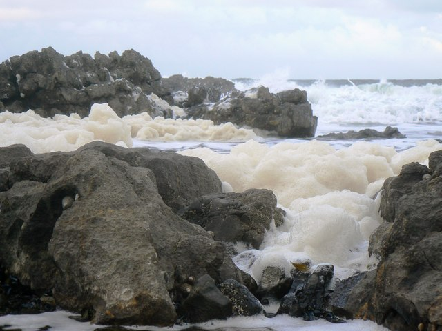 Foaming sea