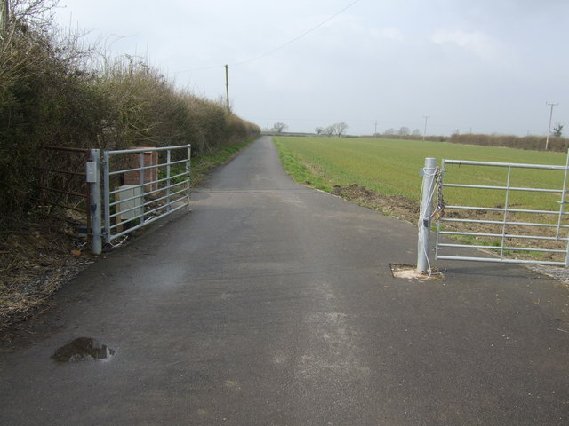 Road and bridleway to Hillhouse Farm