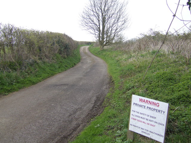 Drive and footpath to Owlsnest Farm