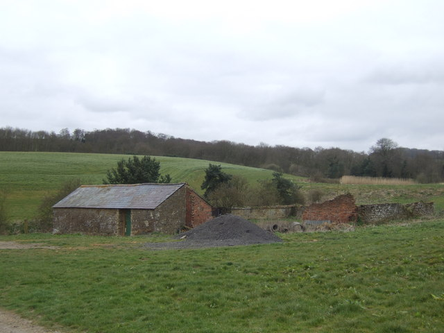 Farm buildings near the track to Stowe Wood