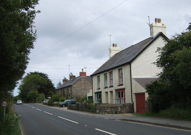 Roadside housing on the edge of Dinas