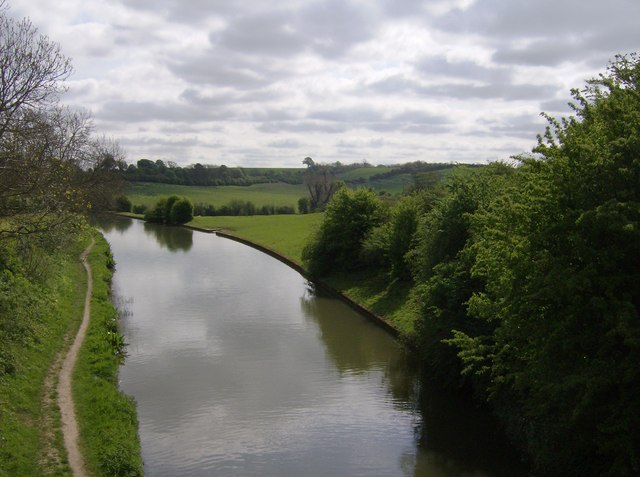 Grand Union Canal looking towards Stowe Hill
