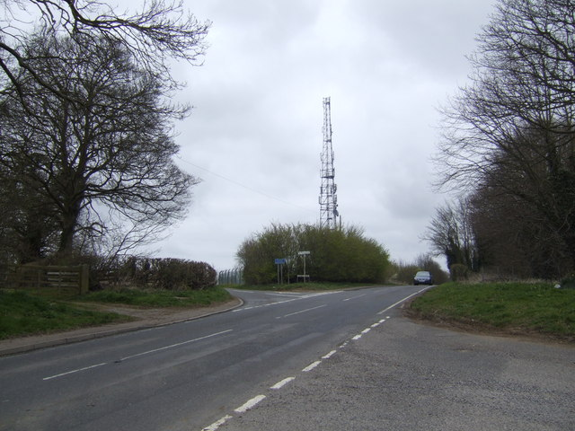 Communications mast at Long Buckby