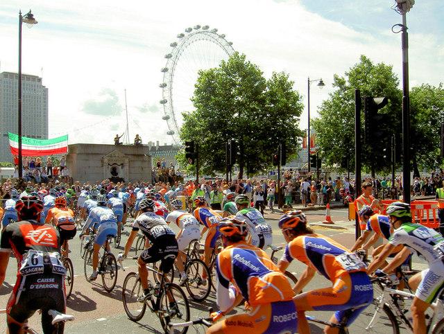 Le Tour De France, enters onto the Embankment.