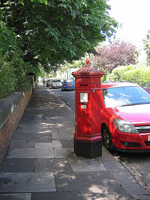 Holly Avenue: ornate postbox and matching car