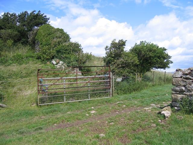 Gateway between Parc Pentir and Parc Dinmor