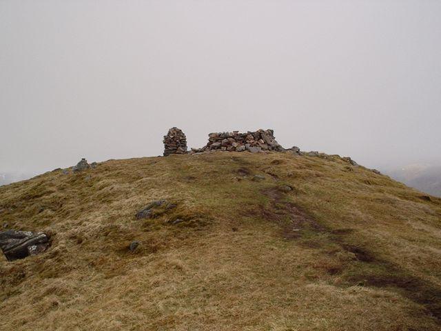 Summit cairn and windbreak on Mullach Fraoch-choire