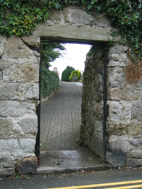 Gateway to the Churchyard from Steeple Lane