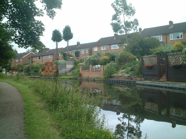 Canal-side gardens in Solihull Lodge