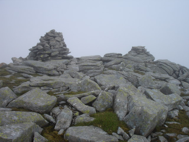 Cairns on Mulla-Fo Dheas (in the mist)
