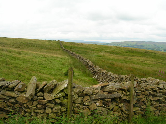 Walls on way up to Whinfell