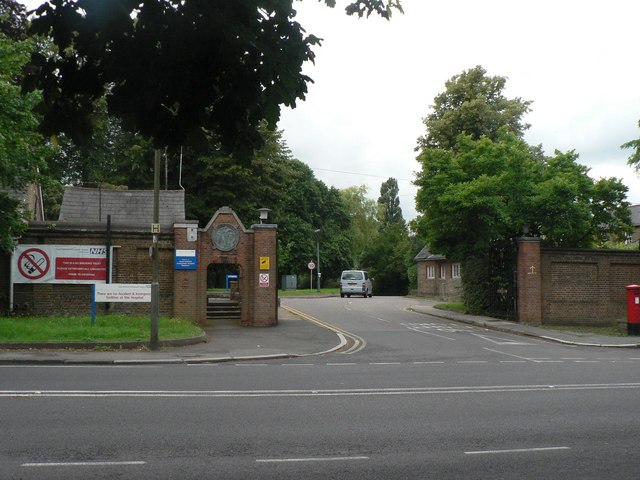 Stanmore: Royal National Orthopædic Hospital entrance