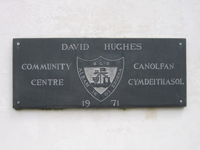 Plaque outside the Canolfan Cymdeithasol David Hughes Community Centre