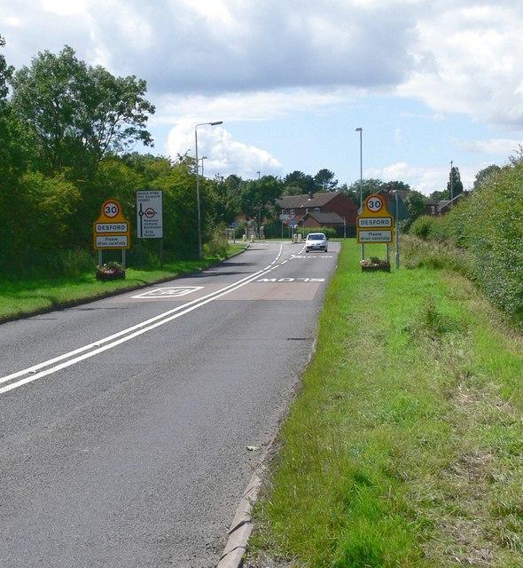 Approaching Desford along Leicester Lane