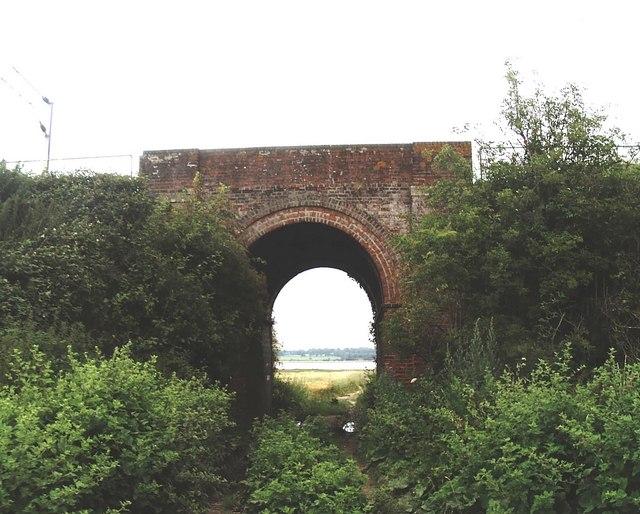 Railway bridge between Mistley - Wrabness