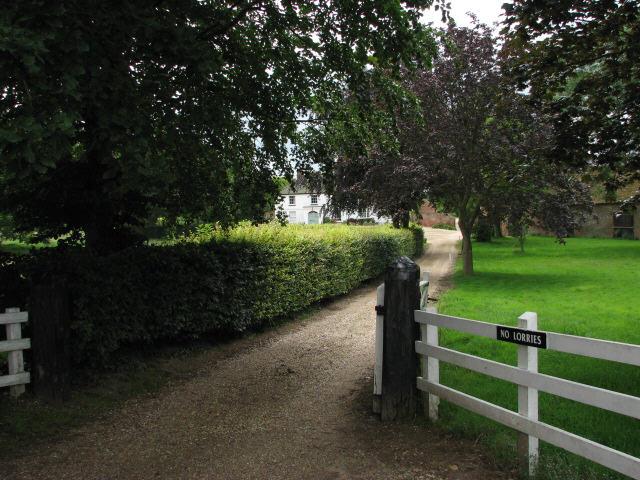 Entrance to Oaks Farm