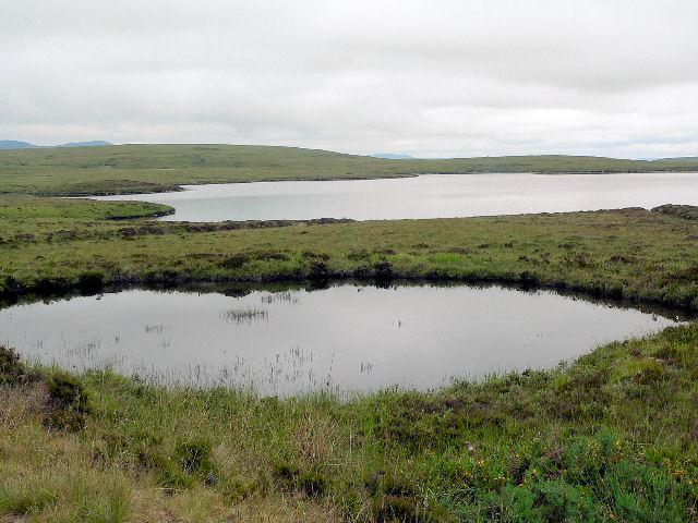 Tiny loch below Cnoc a Mhoid