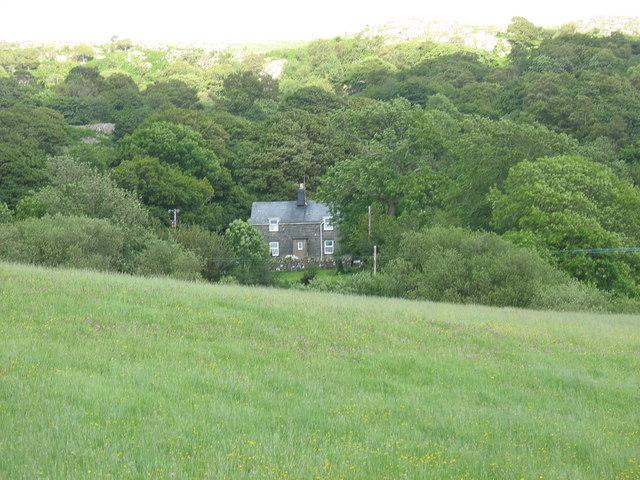 Tyddyn-du Farmhouse