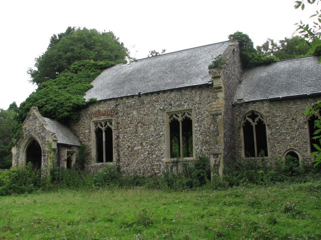 The ruin of St Peter's church, North Burlingham