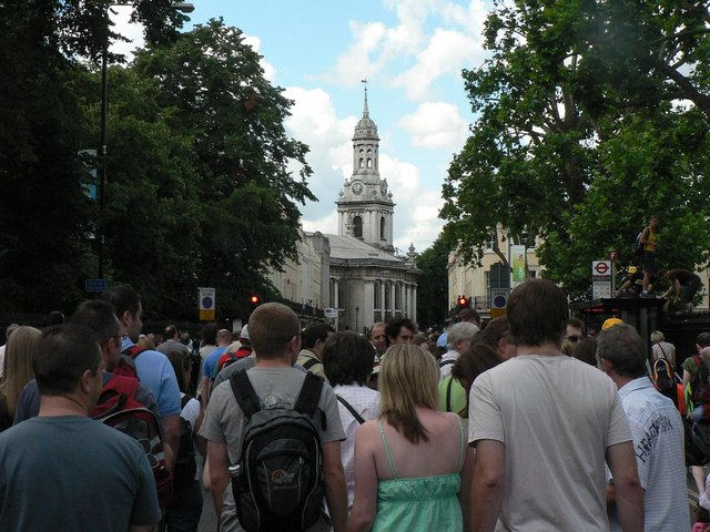 Greenwich: walking down the middle of the A206